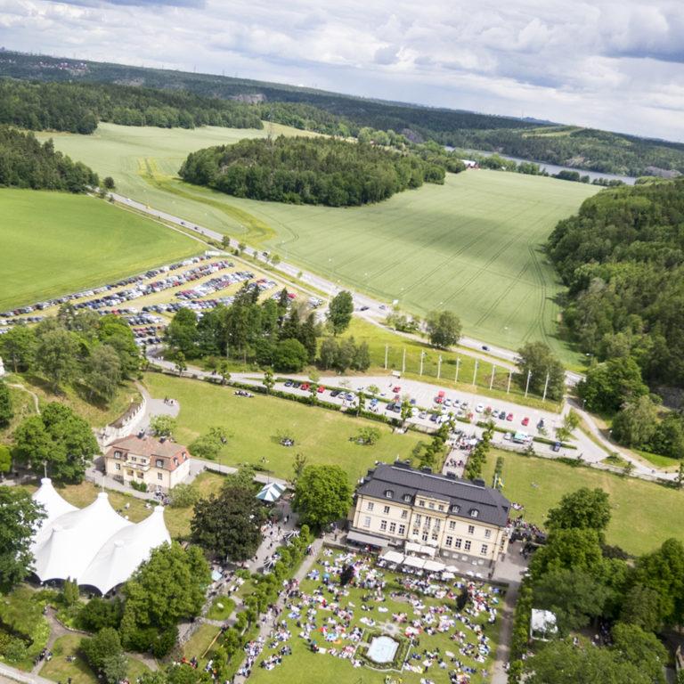 Flygfoto över Hågelbyparken och parkeringen